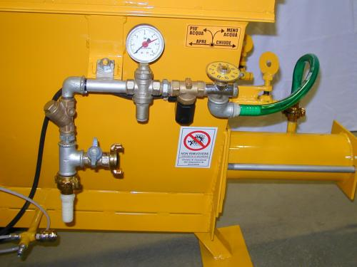 PLASTERING MACHINE for ready-mixed mortars. Pneumatically operated, separate compressor